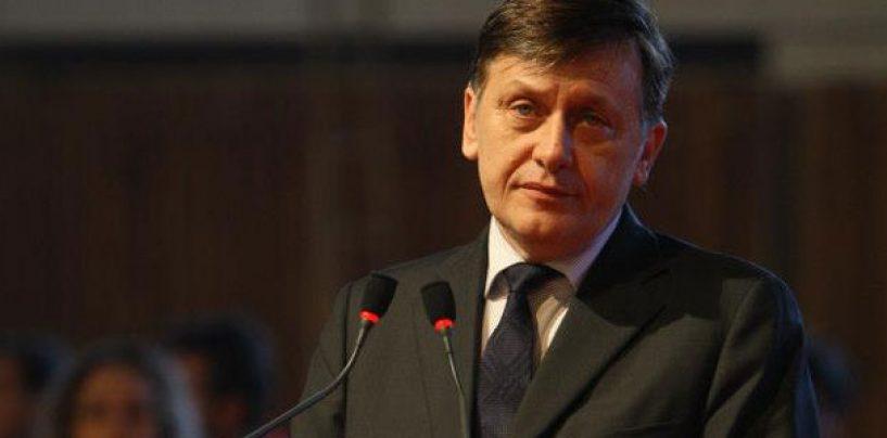 Crin Antonescu:  Nu mai candidez la prezidentiale. Avem nevoie urgent de un reprezentant al dreptei