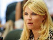 Elena Udrea susține că este urmărită de oamenii lui Dan Voiculescu si ameninta ca va depune plangere penala