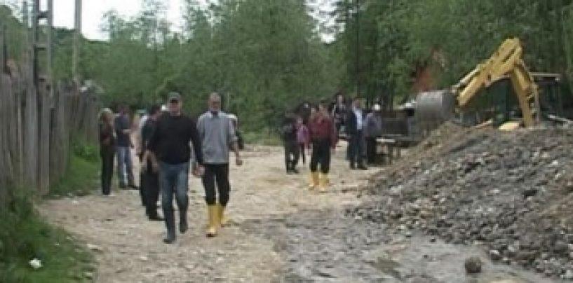 Protest al locanicilor dintr-o comuna din Argeș față de ridicarea de diguri împotriva inundațiilor