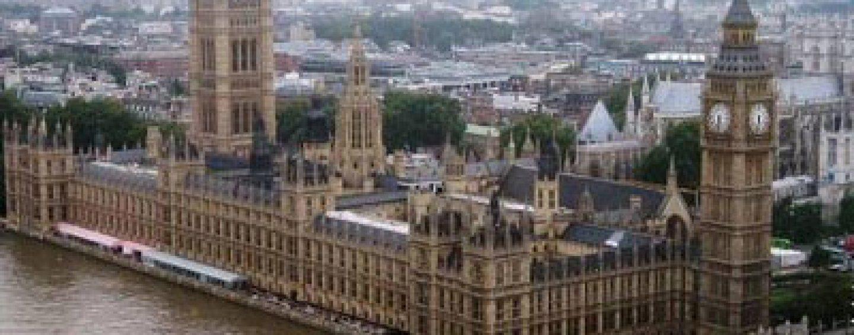 Numărul imigranţilor români şi bulgari în Marea Britanie a scazut după anularea restricţiilor impuse celor două state