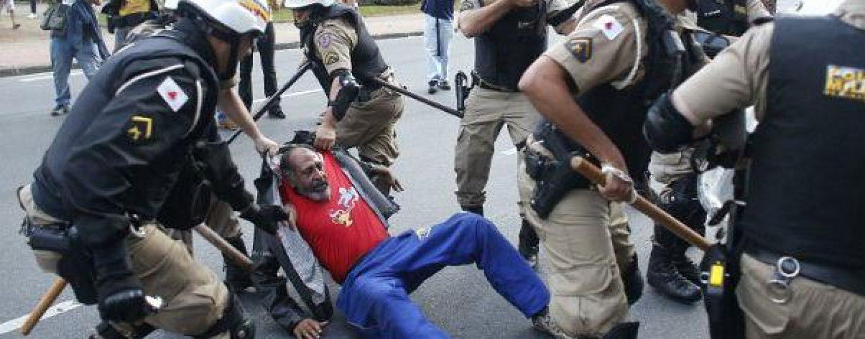 Cupa Mondiala de fotbal: Poliţia a împiedicat 200 de manifestanţi să se apropie de stadionul Maracana