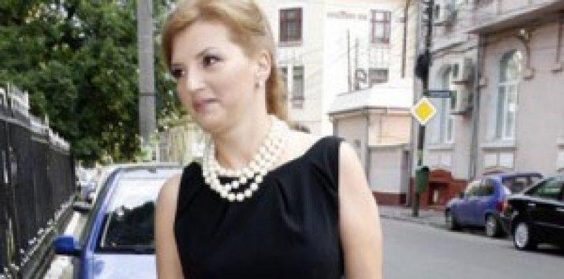 Ioana Băsescu s-a căsătorit,  în secret, la Azuga. A fost prezent si președintele