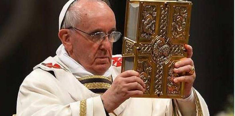 Papa Francisc: Comunismul a furat steagul crestinismului. Saracia e in centrul Evangheliei