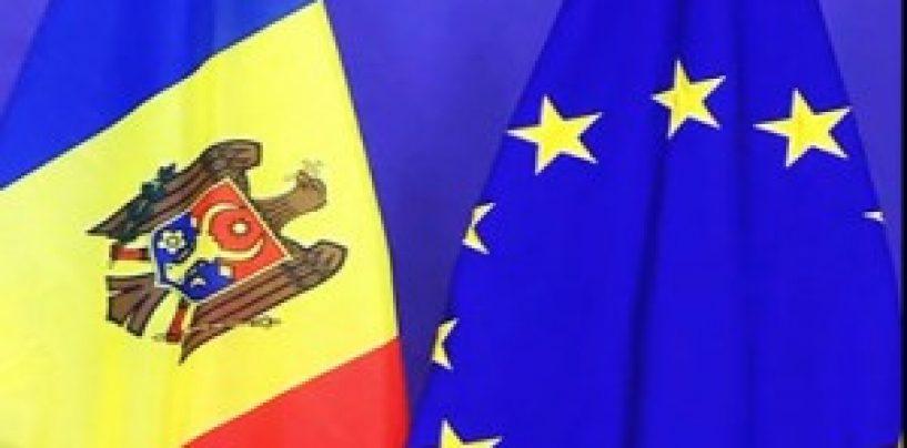 Mii de cetateni ai Republicii Moldova s-au adunat în faţa Parlamentului de la Chişinău pentru a susţine ratificarea Acordului de Asociere cu UE