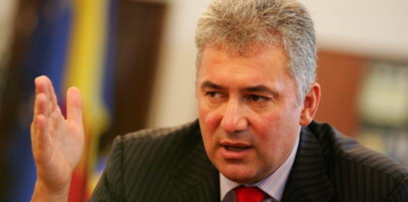 Adriean Videanu, urmarit penal pentru abuz in serviciu. In acelasi dosar, a treia oara