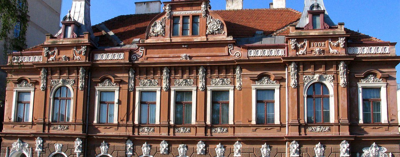 Reteaua samsarilor imobiliari din jurul lui Iohannis. Cum au fost retrocedate Bisericii Evanghelice muzeele de Arta si de Etnografie din Brasov