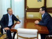 Fostul premier britanic, Tony Blair, in vizita la Guvern pentru discutii cu Victor Ponta