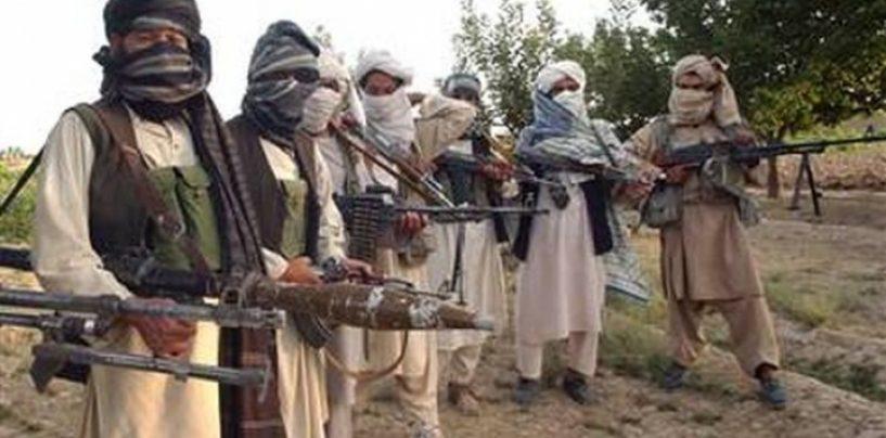 Actiune terorista in Pakistan. Sute de profesori si elevi, luati ostatici