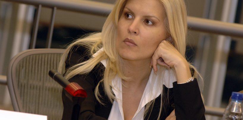 Update: Elena Udrea, saltata de procurorii DNA. Ea este audiata in dosarul Microsoft. Este pusa sub acuzare pentru spalare de bani si fals in acte