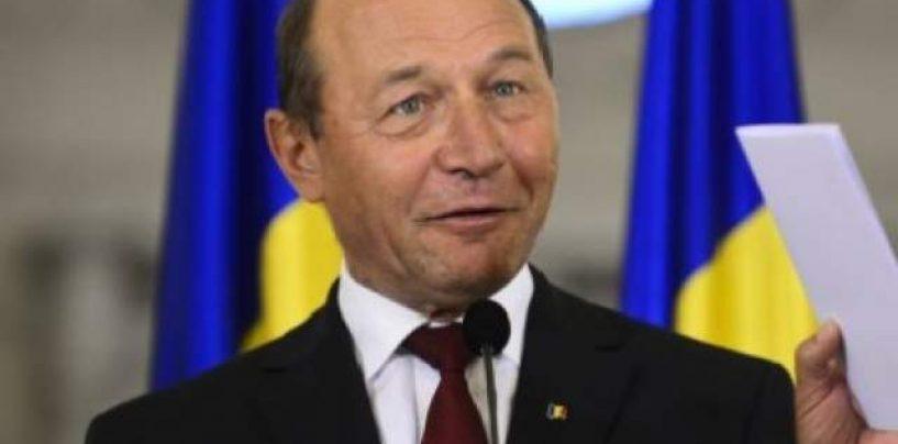 Traian Basescu are o noua adresa de Facebook. Ce a transmis prietenilor si dusmanilor