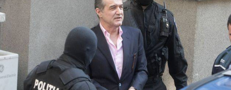Gigi Becali a scris doua carti, dar inca ramane in inchisoare