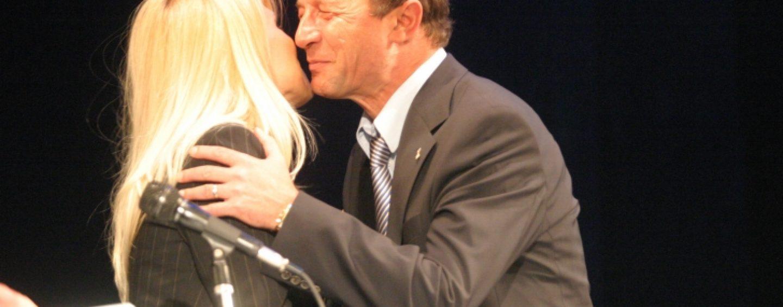 Traian Basescu s-a dus acasa la Elena Udrea. S-a suparat ca i-a gasit acolo pe avocati