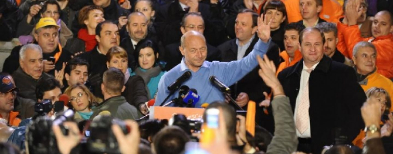 Referat DNA: Banii din mita Microsoft au ajuns in campania electorala a lui Traian Basescu din 2009. Apar nume ca Emil Boc, Elena Udrea sau Roberta Anastase