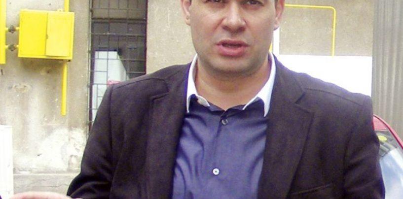 Procurorii DNA vin cu o noua cerere de arestare a lui Darius Valcov. Anchetatorii au descoperit in seiful acestuia, lingouri de aur, bani in euro si dolari, tablouri de mare valoare