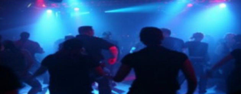 Proiect de lege adoptat de Senat: Minorii nu mai au voie la discoteca decat cu parintii de mana
