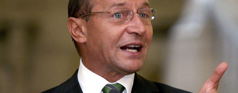 Traian Basescu: Victor Ponta s-a ascuns ca strutul de justitie. De cat de mare e, atat de mic politic a ajuns