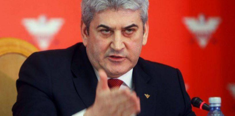 Gabriel Oprea, desemnat prim-ministru interimar. Klaus Iohannis a semnat decretul