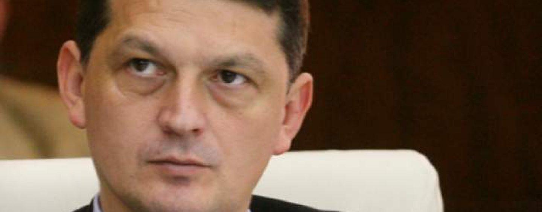 Update. Fostul ministru de Interne, Gabriel Berca, cercetat de procurorii DNA pentru trafic de influenta. El a fost retinut pentru 24 de ore