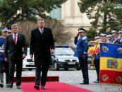 Premierul interimar, Gabriel Oprea, i-a facut presedintelui Klaus Iohannis, salariu de 200 milioane de lei pe luna