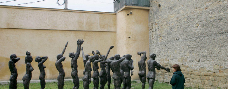 Avem Muzeu al victimelor totalitarismului comunist . Dar nu exista lege care sa interzica comunismul!