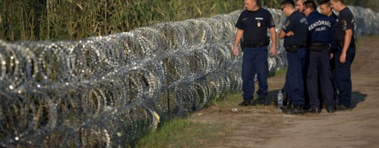 Un gard de sarma ghimpata pe o lungime de 70 de km, la granita Ungariei cu Romania