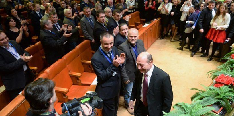 Traian Basescu, presedinte al Miscarii Populare. Eugen Tomac, presedinte executiv