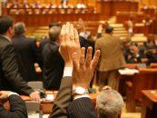 O noua sesiune de pupat moaste de Sfanta Parascheva, pentru parlamentarii romani. Alesii si-au luat liber sa mearga la Sfanta Sarbatoare