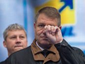 "Deja? Klaus Iohannis huiduit de oameni la Teatrul National. ""La puscarie"", i-au strigat"