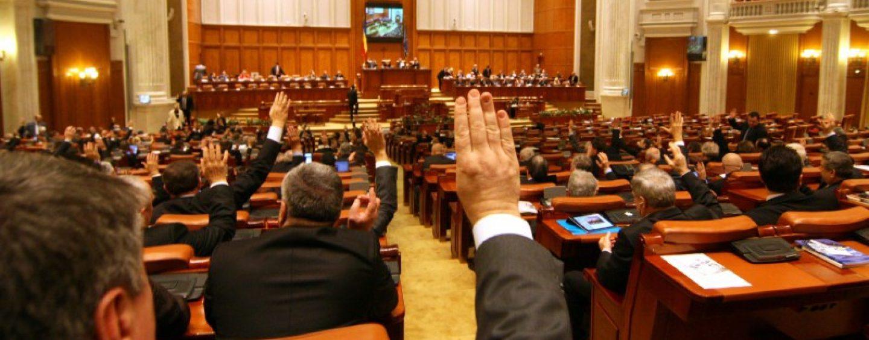 Parlamentarii PNL intra in greva japoneza. Ei vor purta banderole albe pe brat