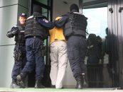 Grup infractional constituit pentru retrocedarea ilegala de proprietati, chiar in curtea  lui Klaus Iohannis