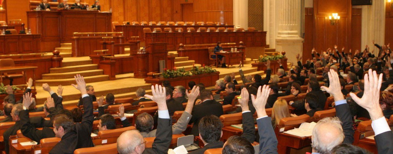 Parlamentarii au atacat la CCR proiectul de lege privind dezincriminarea conflictului de interese