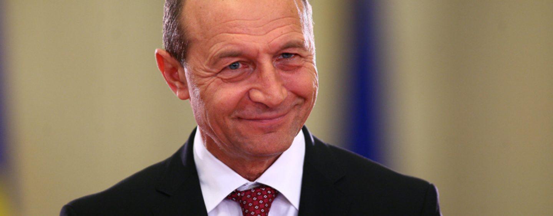 Băsescu îl sfătuieşte pe Cioloş ce să facă: Ministrul Agriculturii ar trebui pus pe liber
