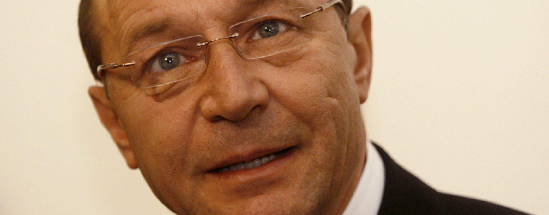 Deşi altora le recomandă să iasă la pensie, el ar mai vrea odată. Băsescu anunţă pe 25 aprilie dacă va candida la PMB