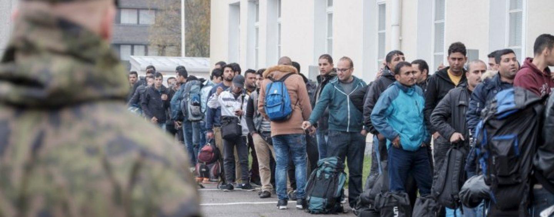 """Acuze. Grecia acționează ca """"o agenție de voiaj"""" pentru migranți, spune cancelarul Austriei"""