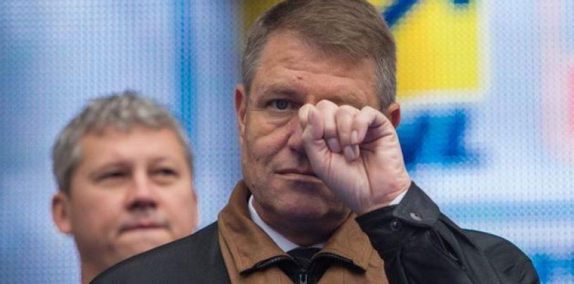 """Klaus Iohannis, injurat pe Facebook, de proprii sustinatori. """"Nu mai pupati un nou mandat in 2019"""""""