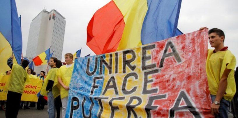 Unirea României cu R. Moldova, cerută de cei din Acţiunea 2012, în faţa Palatului Cotroceni