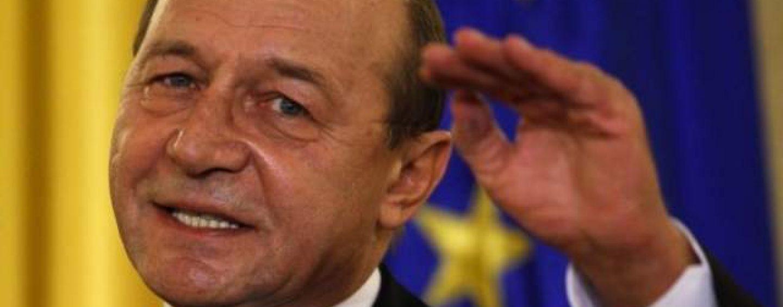 """Băsescu critică PSD şi PNL şi spune că PMP este un partid """"viabil"""", format din """"generaţia Facebook"""""""