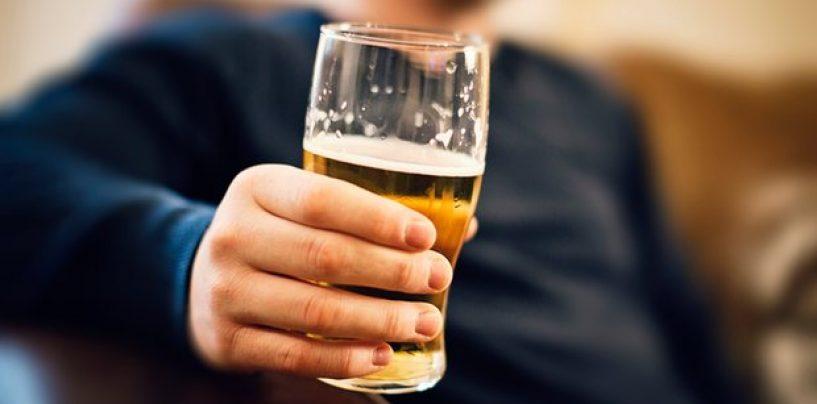 """Câtă bere o fi băut? Un politician englez spune că românii sunt """"hoţi şi violatori"""" şi vrea ieşirea Marii Britanii din UE"""