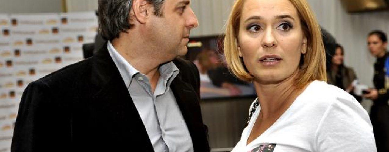 Penibil. Andreea Esca cântă despre smerenie, soţul ei acumulează datorii la ANAF