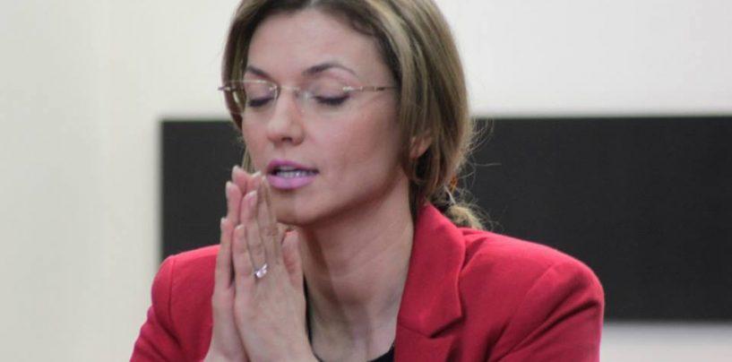Alina Gorghiu nu are timp sa-si creasca copilul. Il va lua cu ea in campania electorala