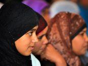 Adevăr sau provocare? Două fete ce purtau văl islamic ar fi fost agresate de un grup de tineri, în Bucureşti