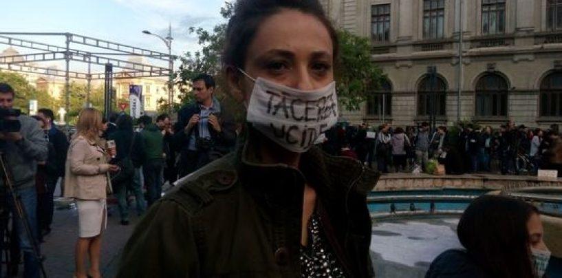 Sute de persoane au comemorat, în Piaţa Universităţii, victimele infecţiilor intraspitaliceşti