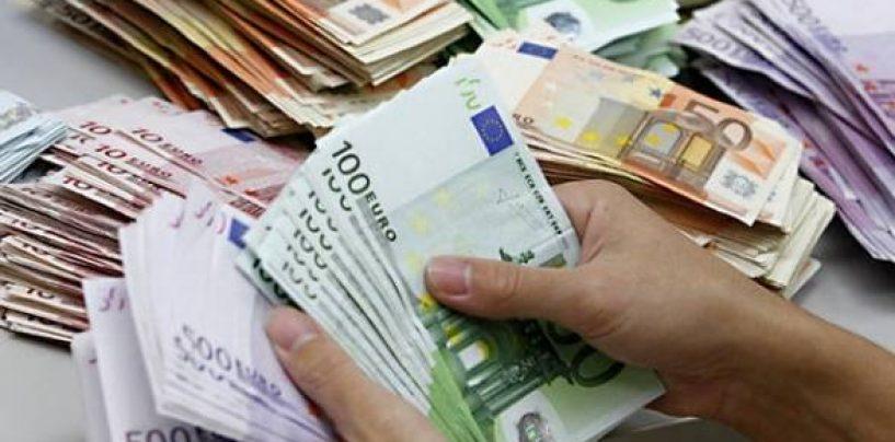 Moneda națională continuă să se deprecieze în raport cu euro