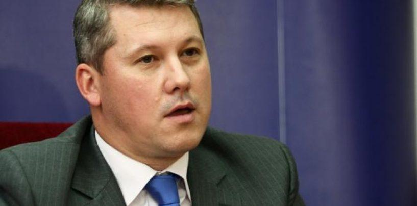"Catalin Predoiu si-a dat demisia din fruntea PNL Bucuresti. ""O felicit pe doamna Firea"""