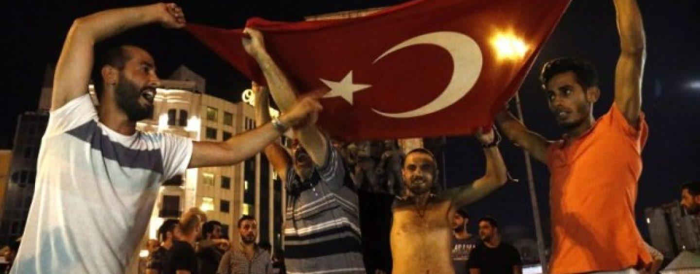 Tentativa de lovitura de stat din Turcia a esuat. Presedintele Erdogan a reluat puterea. Cel putin 90 de morti