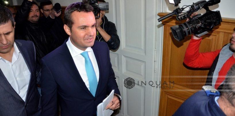 Din paradoxurile justitiei romanesti: primarul Catalin Chreches depune juramantul din puscarie
