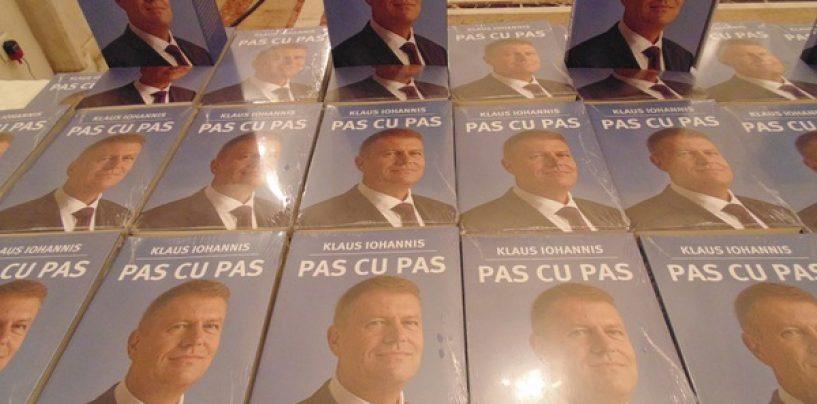Minciuni prezidențiale. Statul român finanțează editarea cărții lui Klaus Iohannis în limba chineză