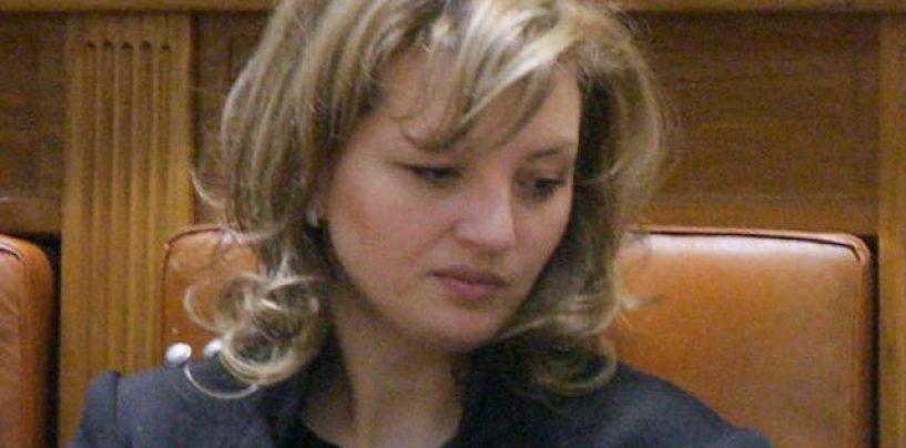 Fata cea mare a lui Băsescu, cercetată de DNA într-un dosar privind campania electorală din 2009