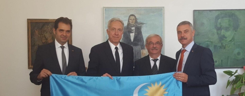 Sfidare la adresa românilor. Ambasadorul american s-a pozat cu steagul secuiesc