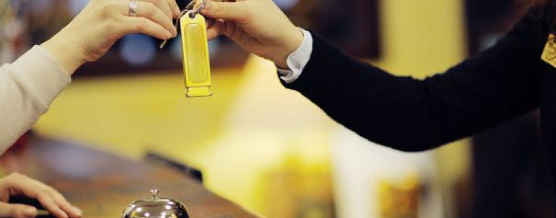 Hotelurile din România funcționează doar cu 70% din necesarul de personal